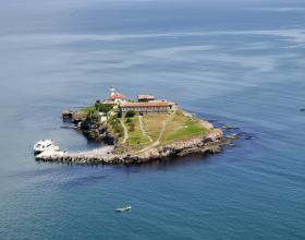 Атракции и забавления, Остров Света Анастасия, Забележителности около Бургас