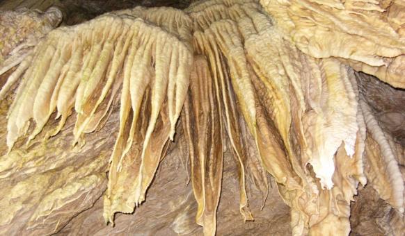Туристически маршрути, Пещери в България, Ягодинска пещера, Забележителности в България