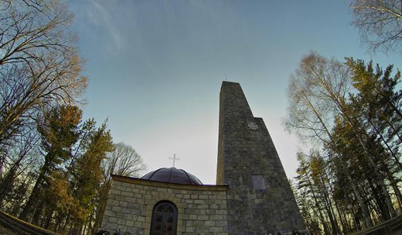 Мавзолей-костница на връх Средногорец