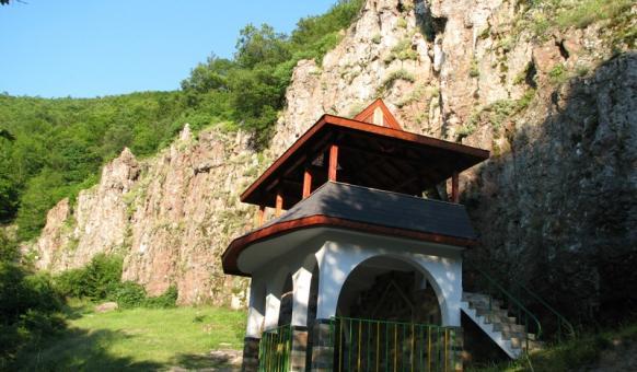 """Местност """"Дамбалъ"""", Забележителности Момчилград, Прирдни забележителности"""