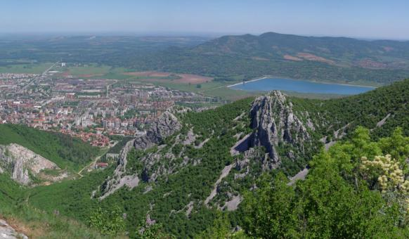 Враца, Забележителности Враца, Врачански Балкан, Градски туризъм, Вратцата, Рогозенско съкровище, Водопади